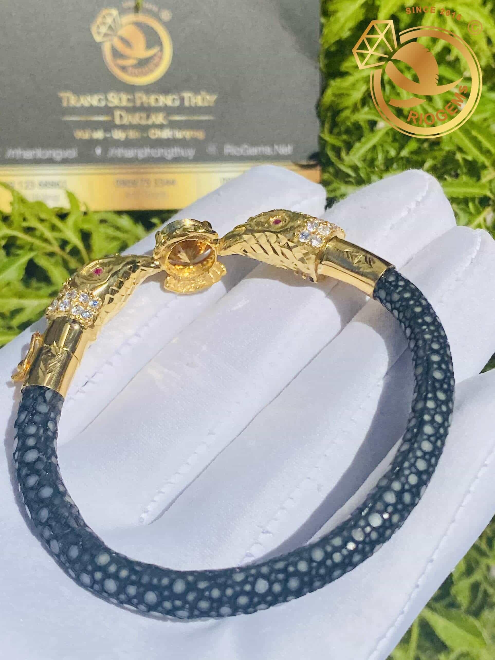 Lắc tay Vàng 18K bọc dây da cá đuối đính tấm Moissanite ngọc Citrine