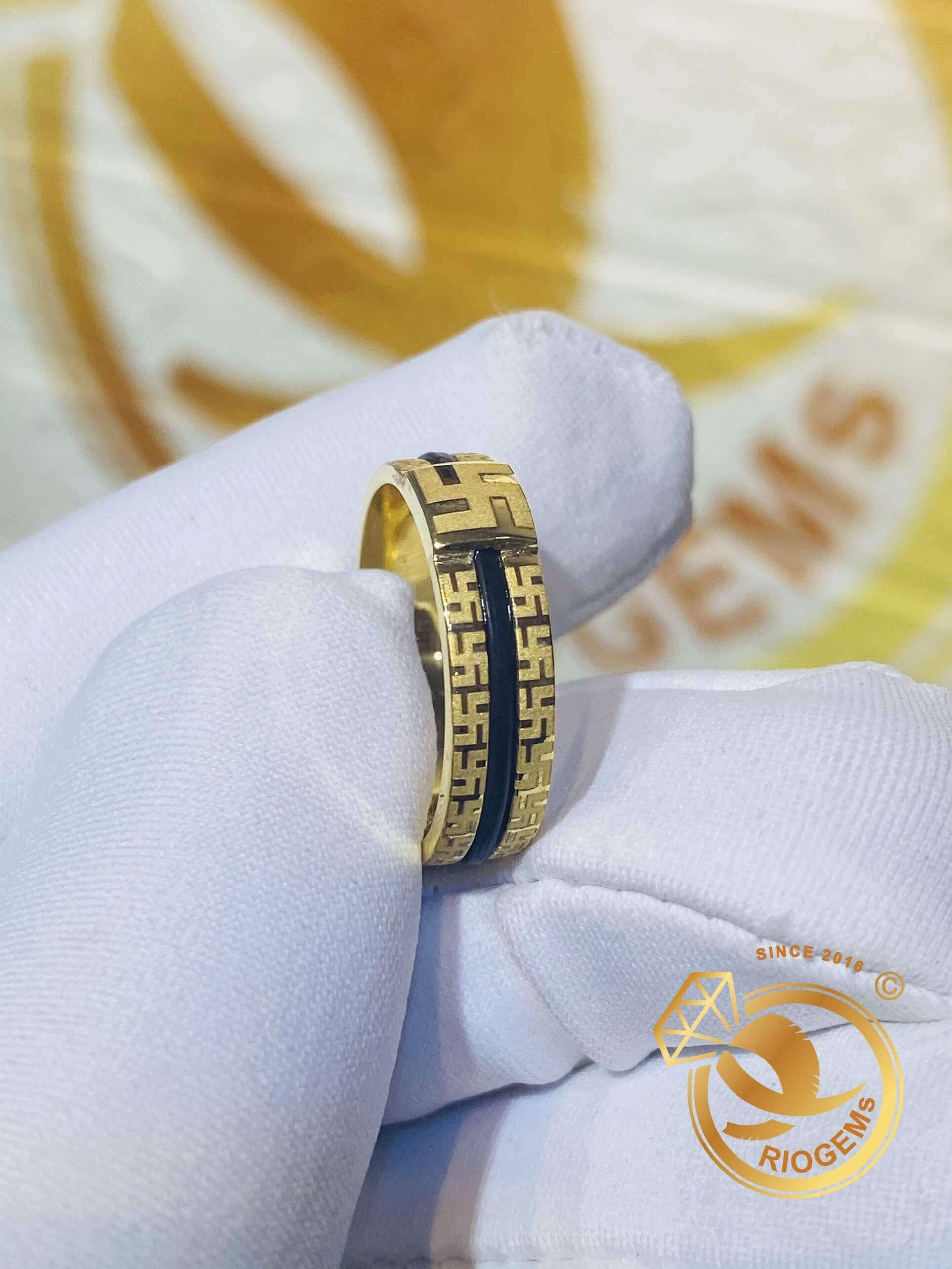 Nhẫn vàng chữ vạn 18K luồng lông voi fake