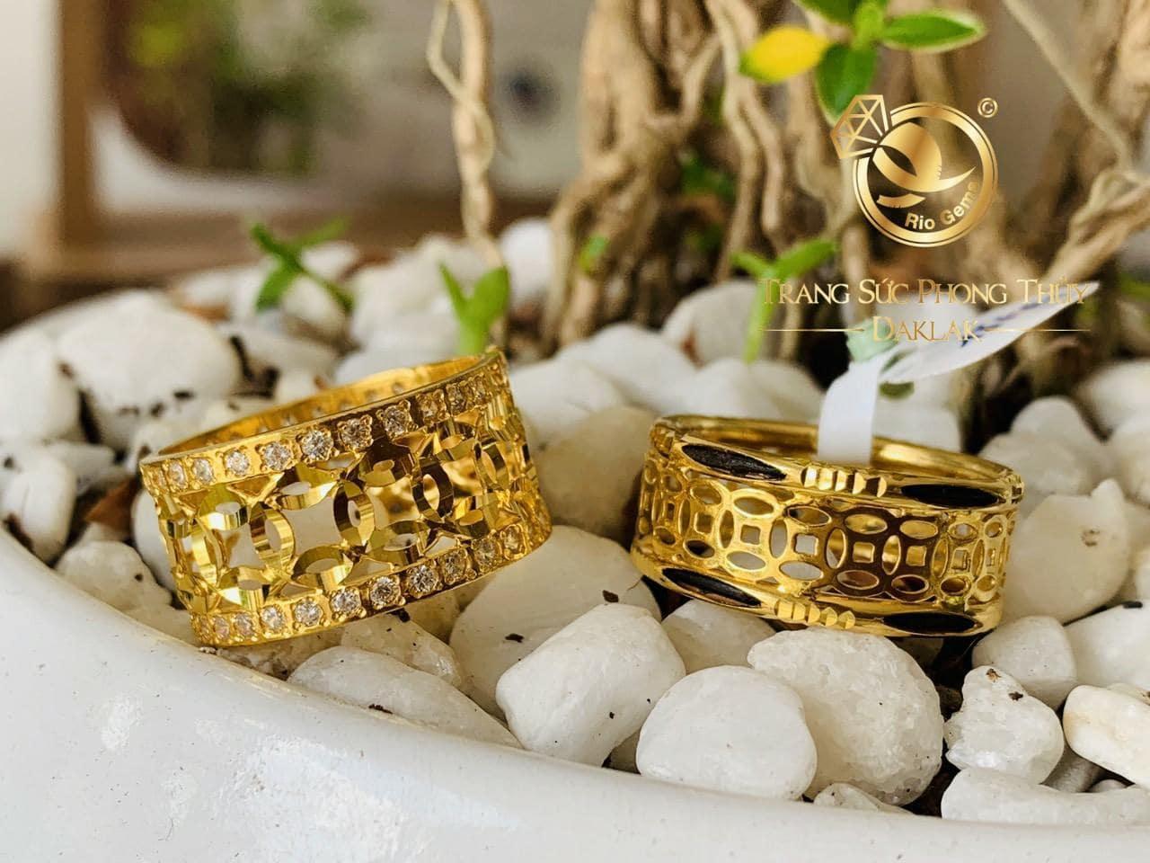 Nhẫn kim tiền vàng đính đá