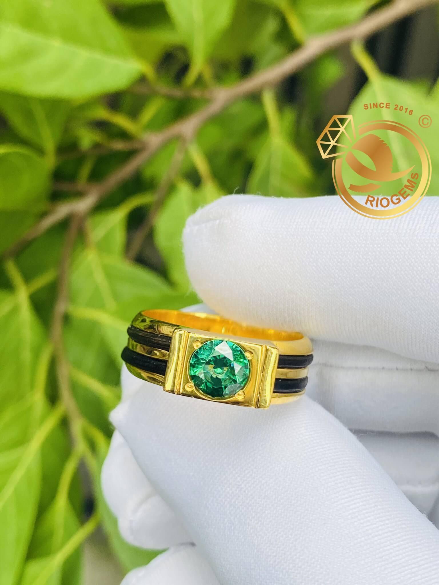 Nhẫn nam hình thỏi vàng VÀNG 18K đính đá Cz xanh lá 2 đường kẻ lông voi (lông FAKE) Riogems