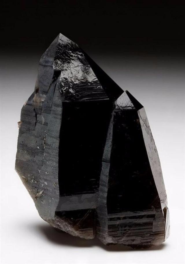 Mệnh Mộc hợp đá màu gì?