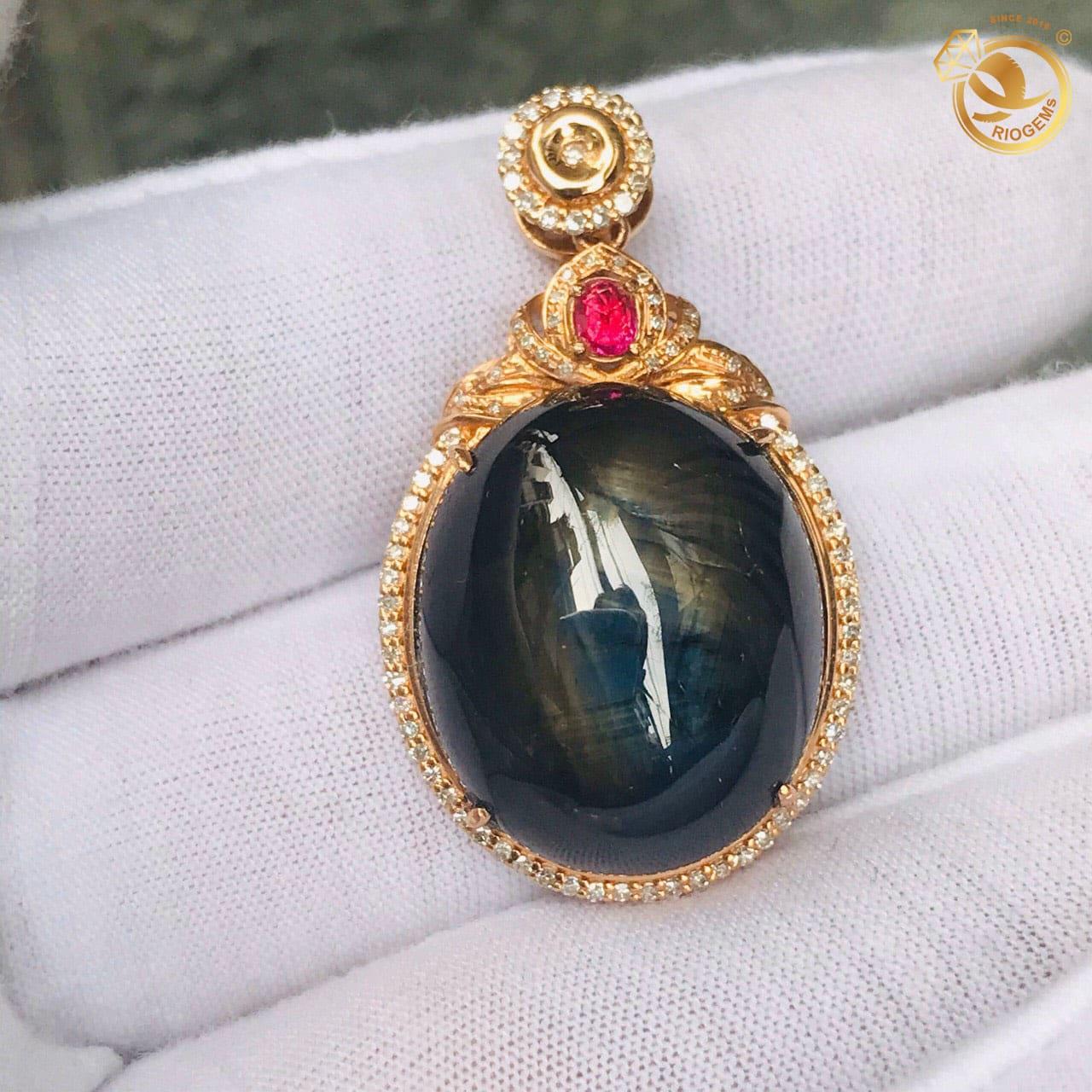 Mặt dây chuyền đá Sapphire đen