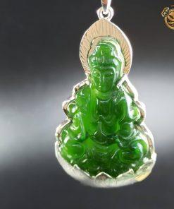 Mặt dây chuyền Phật Bà Quan Âm bằng ngọc bích