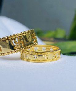 Cặp nhẫn khắc chữ Vạn