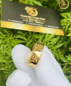Nhẫn nam khắc chữ vạn bằng vàng 18k